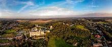 Ogrodzieniec. Zamek Został Wybudowany W XIV – XV W. Przez Ród Włodków Sulimczyków. Zamek Leży Na Najwyższym Wzniesieniu Jury Krakowsko-Częstochowskiej – Górze Zamkowej Wznoszącej Się Na 515,5 M N.p.m