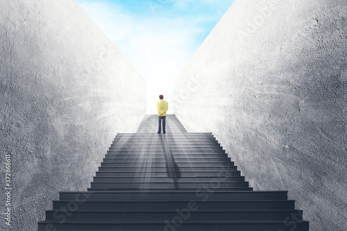 Fotografiet Business Vision and Success Concept : Businessman standing on concrete staircase and looking forward to sky