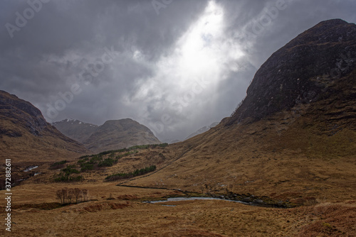 Fototapeta The River Etive flowing through the Glen between the Mountains of the Scottish H