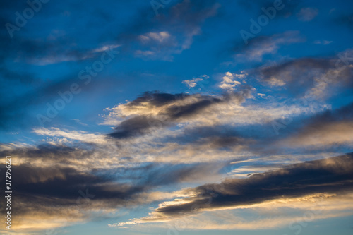 tło niebo chmury błękit zachód światło