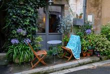 Salon De Jardin Ombragé Dans ...