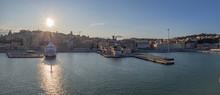 Vistas Panorámicas Del Puerto De Ancona En Italia, Verano De 2019