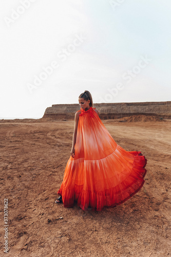 sexy woman with blond hair in elegant dress and accessories posing in desert Tapéta, Fotótapéta
