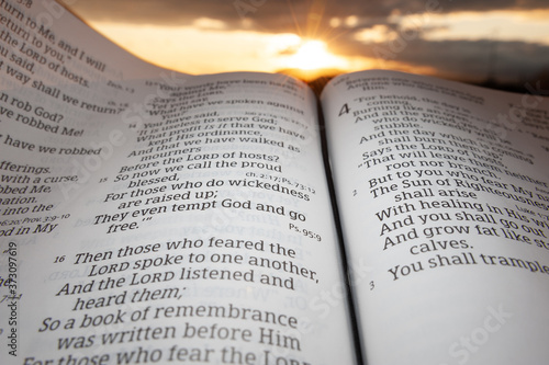 Fotomural Holy Bible open at sunset with highlight on Malachi 4:2