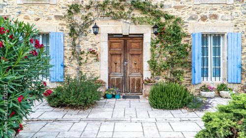 Obraz na plátně Eingangstür zu einem Mediterranes Haus, Occitanien, Frankreich