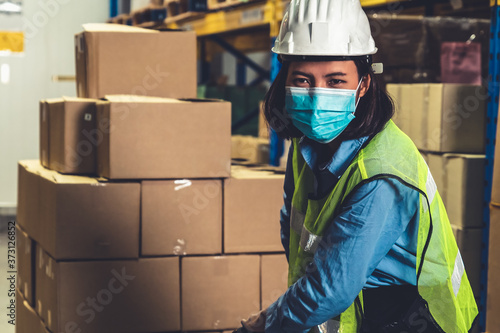 Fotografiet Factory industry worker working with face mask to prevent Covid-19 Coronavirus spreading during job reopening period