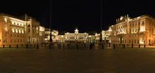 Piazza Unità D'Italia Di Sera...