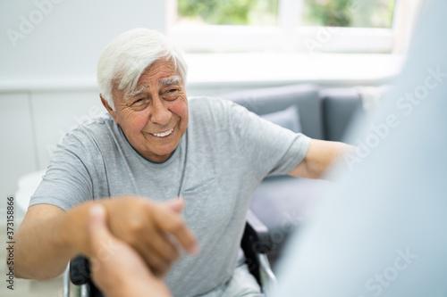 Obraz Happy Old Patient Care Satisfaction - fototapety do salonu