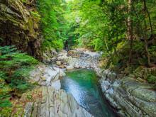 新緑の渓谷_10
