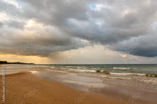 Fotografia Super storm with sun light , Dark sky and dramatic black cloud before rain