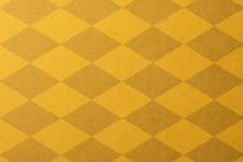 黄色いチェッカー模様のクラフトペーパーの背景テクスチャー