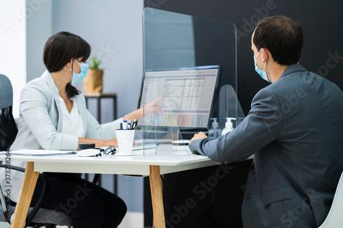 Obraz Financial Advisor Meeting With Client Customer - fototapety do salonu