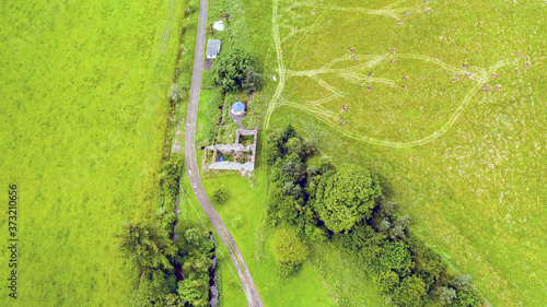 Photo Aerial shot of beautiful views of Southdean hamlet in Scotland