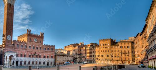 Fototapeta panoramique sur Piazza del Campo et son Palazzo Pubblico de la ville de Sienne e