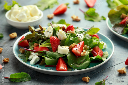 Goats cheese and strawberry summer salad served with nigella and sesame seeds dr Poster Mural XXL