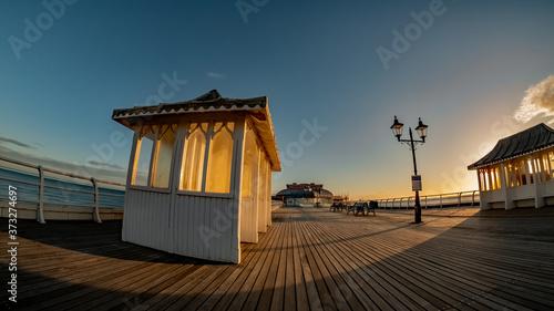 Photo Fisheye view captured on the wooden boardwalk of Cromer Pier