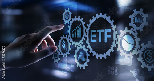Fotografía ETF Exchange traded fund Trading Investment Business finance concept on virtual screen
