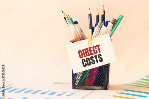 Fotografia Card with text DIRECT COSTS on the pen box in the office