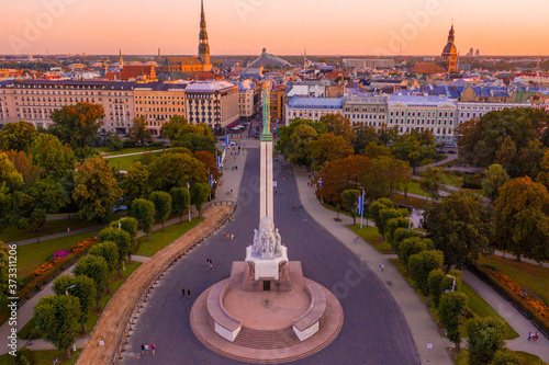 Freedom Square surrounded by buildings and greenery during the sunset in Riga, L Fototapeta