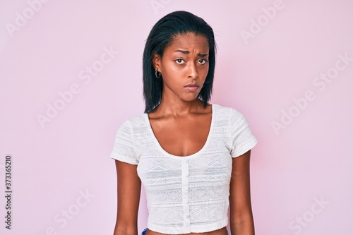 Photo Young african american woman wearing casual clothes skeptic and nervous, frowning upset because of problem