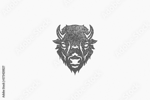 Foto Silhouette of head of wild buffalo or bison as symbol of nature exploration hand drawn stamp effect vector illustration
