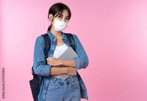 Tela Portrait of young Asian college student wears face mask with laptop and backpack