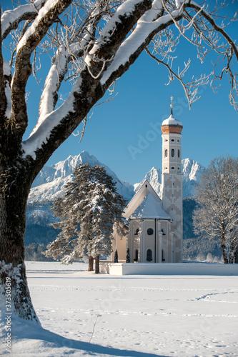 Obraz na plátně Panorama von Winterlandschaft mit Kirche St