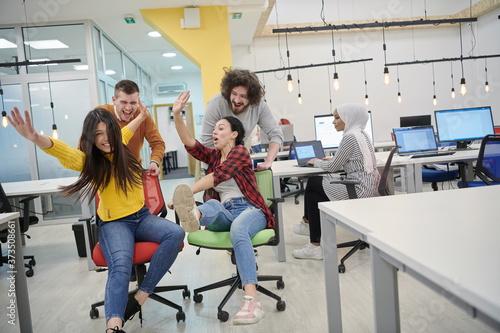 racing on office chairs Billede på lærred