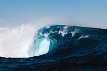 Powerful Wave Breaking In Atla...