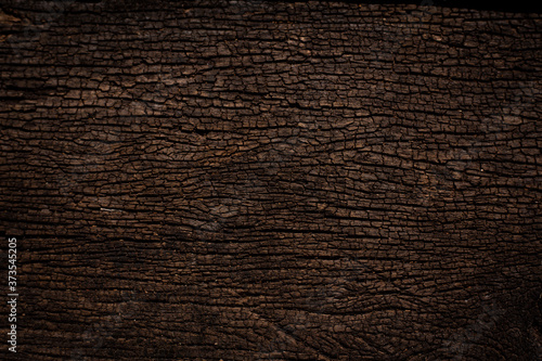 Fotografiet design of dark wood crack texture background