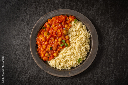 Leinwand Poster 北アフリカ料理 ひよこ豆とクスクス  Boiled chickpeas with couscous