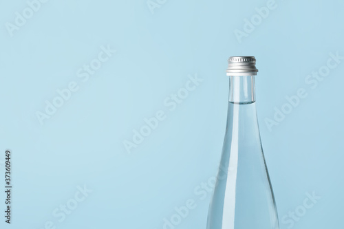 Valokuva Bottle of clean water on color background
