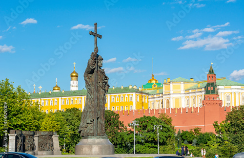 Slika na platnu Monument to Vladimir the Great with Kremlin walls and towers at background, Mosc