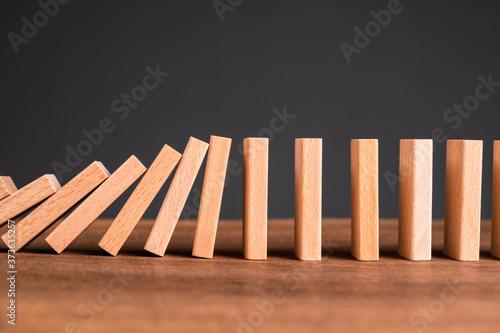 Domino Starting to Fall Down Billede på lærred