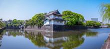 皇居の巽櫓(たつみやぐら)が桔梗濠(ききょうほり)に映える景観