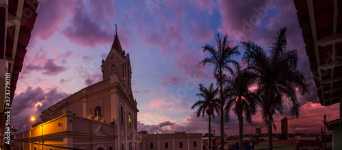 panorâmica de igreja ao pôr-do-sol Fototapeta