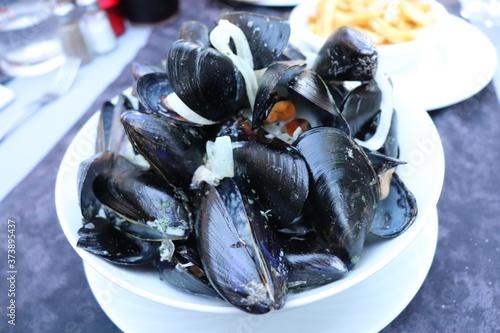 Fototapeta assiette de moules marinière, ville de Dax, département des Landes, France