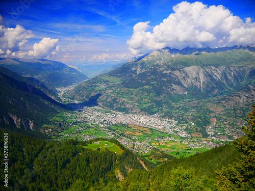 Canvas-taulu Rosswald, Schweiz: Blick auf die malerisch gelegenen walliser Orte Visp und Brig