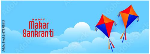 Photo flying kites in sky for makar sankranti indian festival