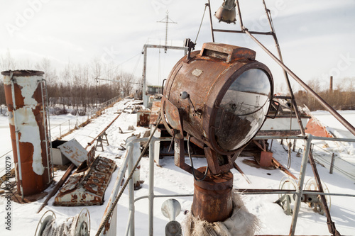 rusty warning light on the deck of an old abandoned ship © Дэн Едрышов
