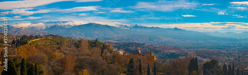 Panoramic view of Granada City with Sierra Nevada in Background Fototapet