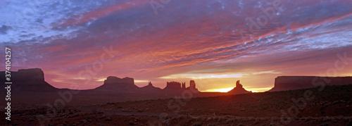 Fotografie, Obraz Sunrise over monument Valley, Arizona