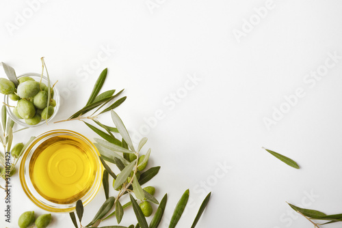 Glass bowl with oil and olive branches isolated on table Fototapet