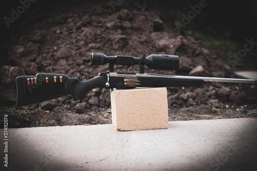 Cuadros en Lienzo Bolt-action bolt-action rifle with powerful sight, led on stone, ballistic calcu