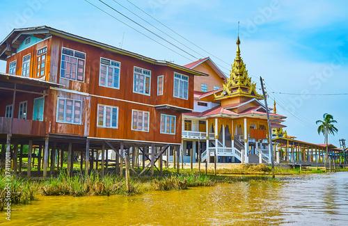 Obraz na plátně Pagodas on Inle Lake, Ywama, Myanmar