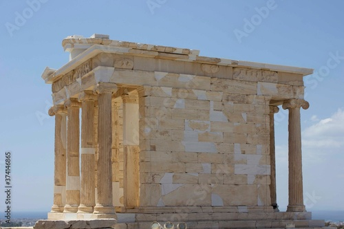 ATHENS, GREECE - AUGUST 13 2016: Athena temple in Athens acropolys, Greece Fototapet