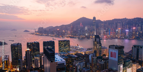 Obraz na plátně Aerial scenery panoramic view of Hong Kong Evening with metropolitan bay Victoria Harbor at sunset