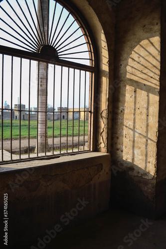 Cuadros en Lienzo Arquitectura colonial de una casa abandona.