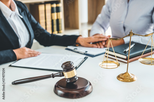 Obraz Judges Female lawyers Consultation of business women legal services Consulting in regard to the various contracts to plan the case in court. - fototapety do salonu