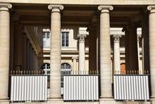 Colonnes Rue De L'Ecole De Mé...